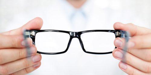 Ophtalmologiste, opticien ou optométriste : qui consulter ?